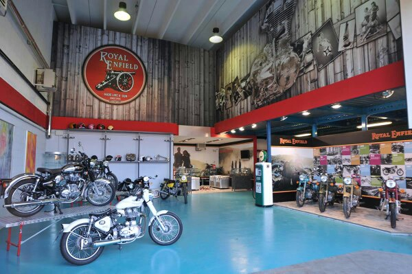 01_RoyalEnfield_Genova_Showroom