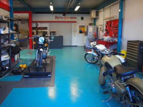 03_RoyalEnfield_Genova_Showroom